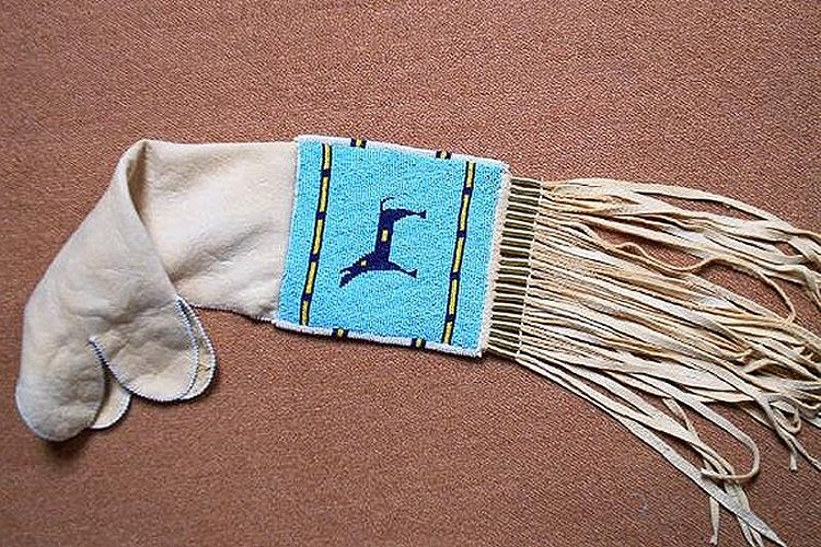 Native american pipebags gallery american indian crafts for What crafts did the blackfoot tribe make
